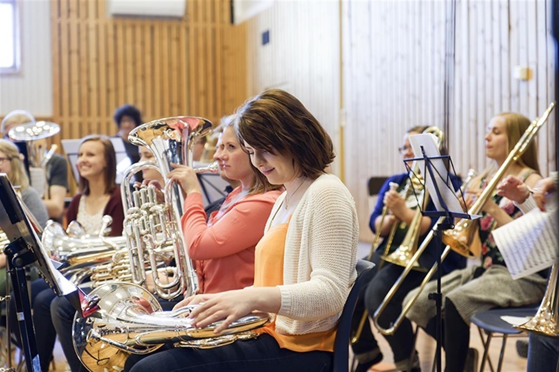 Brassbandlinjen vid Manger Folkhögskola.